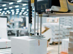 4050E integrata in linea di confezionamento e-commerce